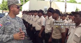 El coronel Brito se dirige a las tropas del ASDE