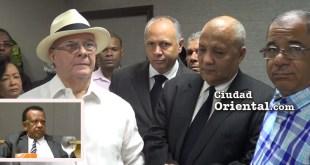 Hipólito Mejía junto a dirigentes del PRM en Santo Domingo Este