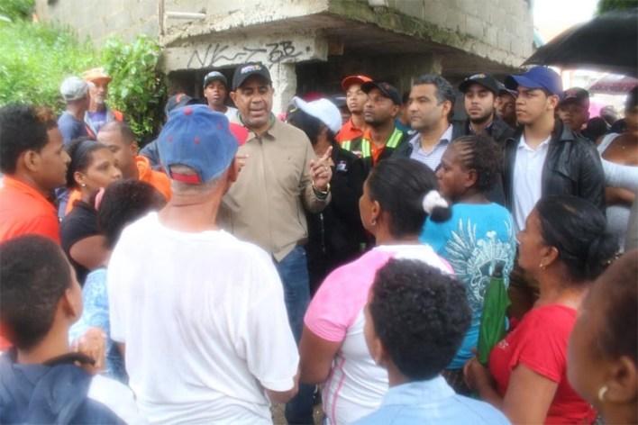 Danilo Mesa habla a los vecinos