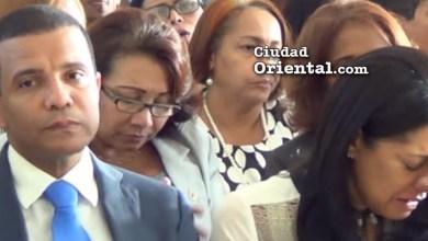 Richard de los Santos y Ana María de los Santos lloran la muerte de su hermano