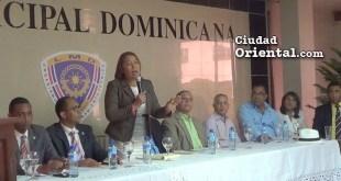 Edita Sandoval se dirige a sus colegas regidores