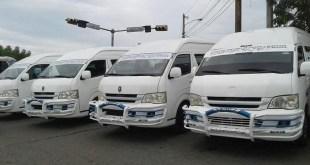 Modernoa minibuses en aire acondicionado en la Ruta 9-12