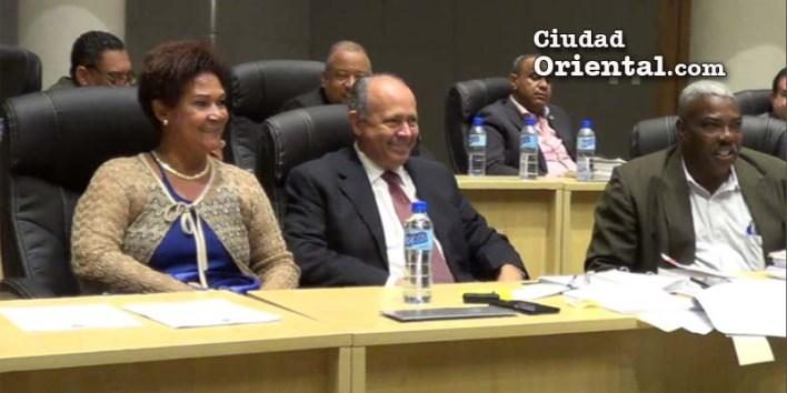 Bernarda Aracena junto a sus co legas dle PRM Robert Arias y José Sánchez