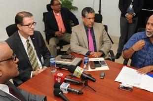´Directivos de la ADP reunidos con funcionarios del MINERD