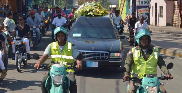 Sepultan con honores restos de agente de AMET asesinado