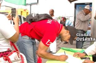 Viandantes firman el libro verde contra la corrupción y la impunidad