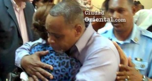La madre del niño y el descargado, se confunden en un abrazo