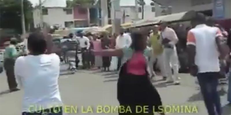 """Vídeo - """"En el nombre de Dios"""": evangélicos crean caos en La Bomba, de Los Mina"""