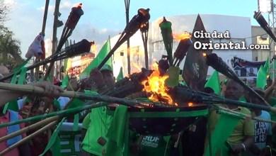"""Photo of Vídeo – ¿Se trata de una """"llama de esperanza"""" o de una advertencia de """"fuego arrasador""""?"""