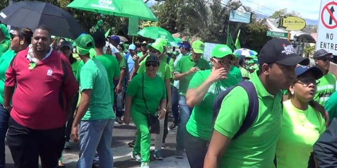 Algunos participantes enla marcha verde de Santiago