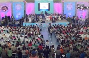 Escasa asistencia de públicoy regidores al acto del ASDE en honor a las madres en elpabellón de balonmano en el Parque del Este