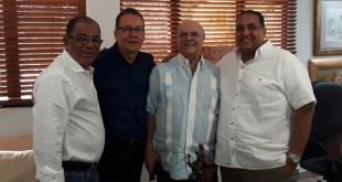 Desde la izquierda, Jorge Frías, Miguel Castillo, Hipóliot Mejía y un acompañante