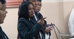 Giselina De los Santos se dirige al tribunal