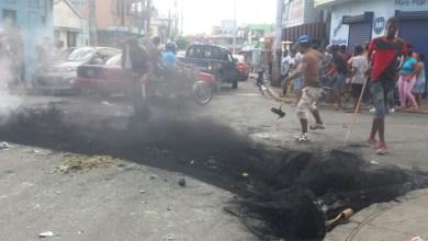 """Photo of Protesta en Katanga luego que DNCD """"plantó"""" drogas a un vecino"""