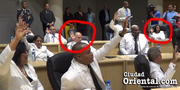 Robert Arias, (PRM), y Giselina De los Santos (DxC), votan por las propuestas del PLD