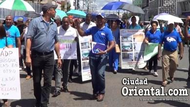 Photo of Maestros de SDE van a las calles para reclamar reposición de colegas cancelados + Vídeo