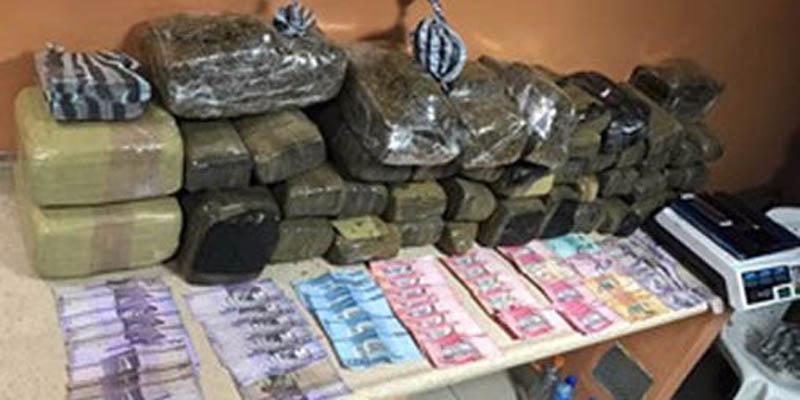 Policía y ministerio público se incautan de 135.5 libras de marihuana en SDE