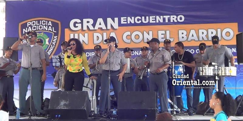 Orquesta San Judas Tadeo de la PN lleva alegría a cientos de vecinos en Los Mina + Vídeos