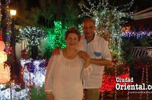 Doña Amgelita y don Tony Rodríguez, en su residencia de Vista Hermosa, en SDE.