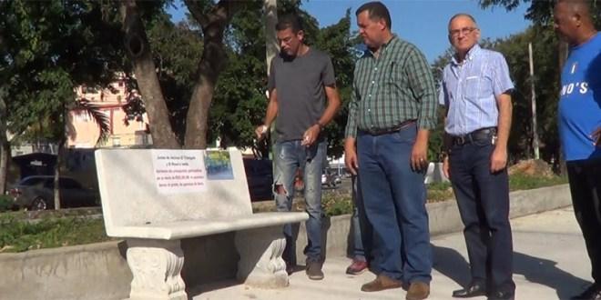 """Este es el tipo de """"banco fúnebre"""" impuesto por el alcalde"""