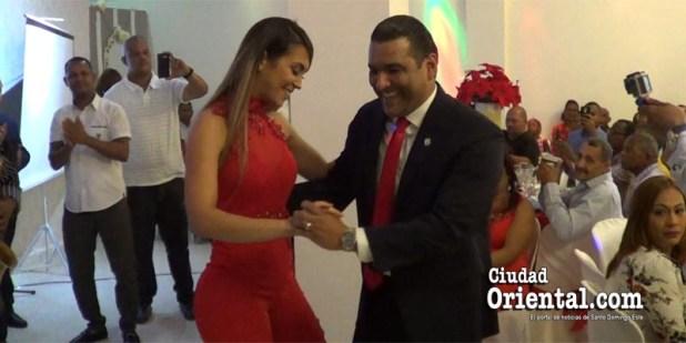 Luis Alberto y su esposa Noemí bailando