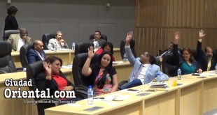 Regidores votando a favor de la transferencia de fondos para el pago de la regalía pascual