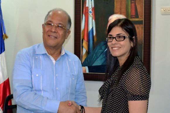 Diná Llaverías junto al ex Director de la OMSA, uno delos imputados por el asesinato de Yuniol Ramírez