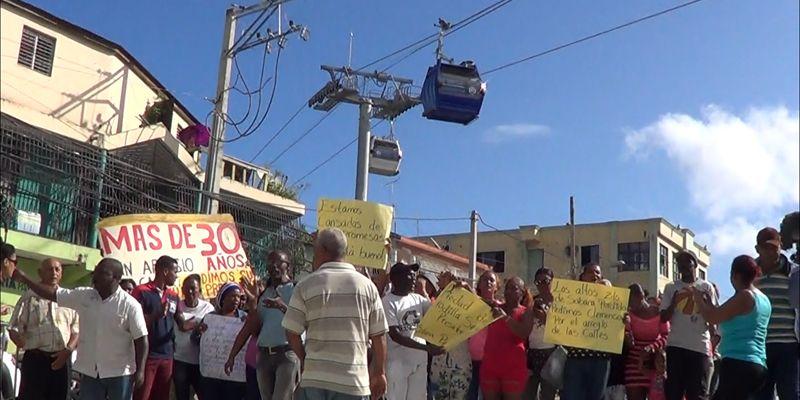 Primera protesta comunitaria debajo del Teleférico de Santo Domingo + Vídeo