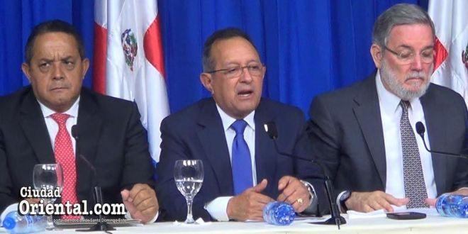 Angel Estevez, en el centro