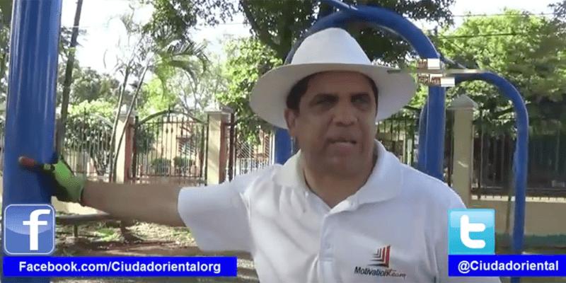 El pastor Dío Astacio va cada día a los parques de SDE a recoger basura + Vídeo