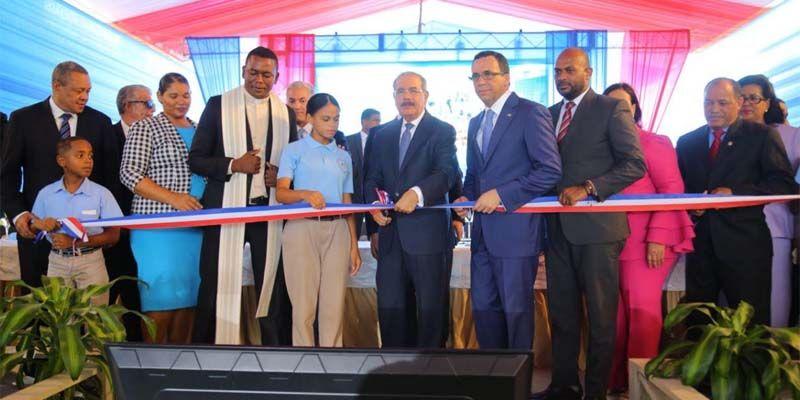 Presidente Danilo Medina entrega nuevo liceo en SDE