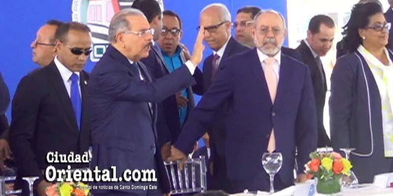 Así se quilló Danilo Medina con los lambones durante inauguración línea 2B del Metro