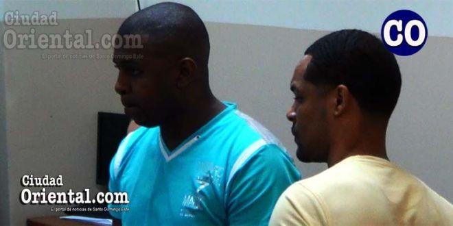 Los dos condenados, luego de la sentencia.