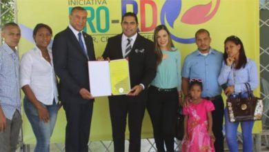 Photo of Carlos de Jesús recibe reconocimiento de Pro-RD al Mérito Juvenil