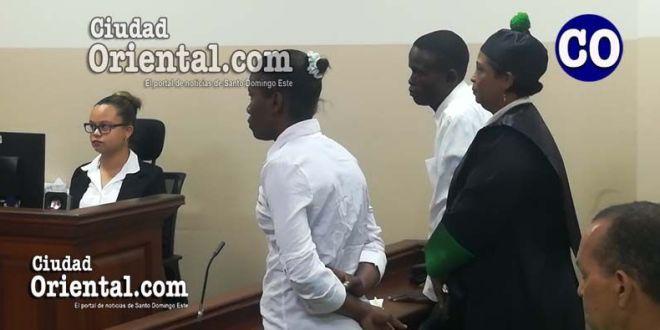 La pareja de esposos, al escuchar la sentencia.