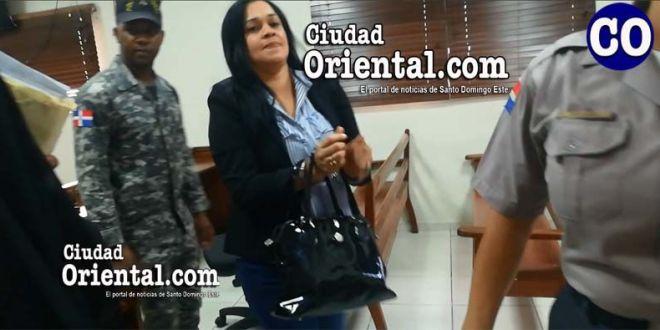 La imputada Rosanna Altagracia Tapia, fue arrestada en la Sala de Audiencias.