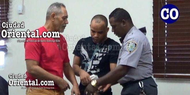 Los dos condenados, piuestos en custodia.