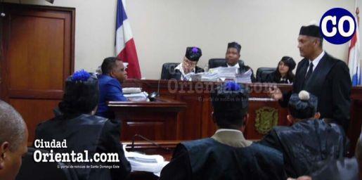 El abogado Adolfo Sanchez Perezs, al momento de interrogar el testigo.