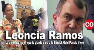 La campesina Leoncia Ramos y Mark Bristow, Presidente de la Barrick Gold Corporation, en la mina de Pueblo Viejo.