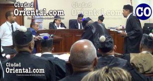 El abogado Valentín Medrano Peña, defensa tecnica de Sanhy Dotel Ramírez (Sandra-La Patrona), mientras interroga el testigo.