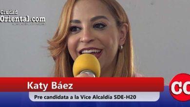 """Photo of Katy Báez """"cae rendida"""" ante los """"encantos"""" de Dío Astacio"""