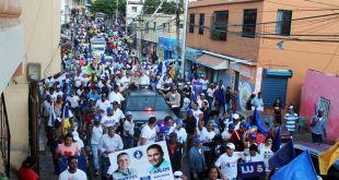 Vista panorámica de la marcha caravana liderada por Manuel Jiménez y Luis Abinader