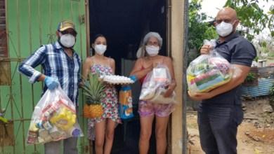 Photo of Dirigentes del PRM distribuyen alimentos en Santo Domingo Este