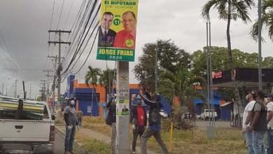 """Photo of Manuel Jiménez """"le da en la madre"""" a Jorge Frías; le arranca su propaganda electoral"""