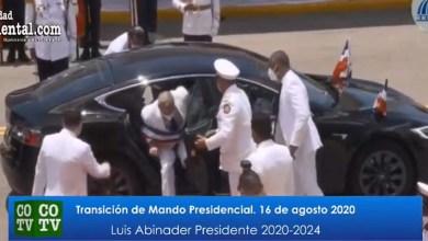 """Photo of La TV oficial transmite en directo embarazoso momento en que a Luis Abinader se le cae """"la ñoña"""" + Vídeo"""