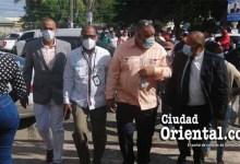 Photo of El Poli recibe respaldo de sus colegas regidores; le acompañan a la Fiscalía de SDE + Vídeo