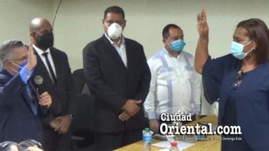 Alcalde Manuel Jiménez toma juramento a Teodosia D´Oleo en la Regional 10 de Educación