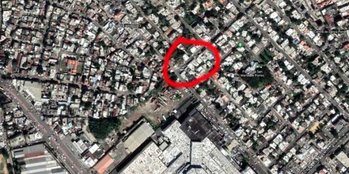 El circulo rojo muestra la cuadra donde reside Manuel Jiménez, detrás de Megacentro