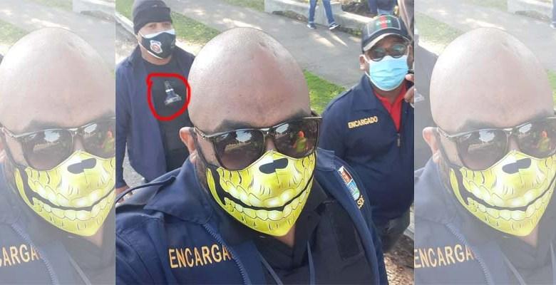 """Personal contratado por Manuel Jiménez usa """"máscaras de la muerte"""", chalecos anti balas y granadas de gases lacrimógenos."""