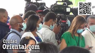 Periodistas metidos en un corral sin distanciamiento social